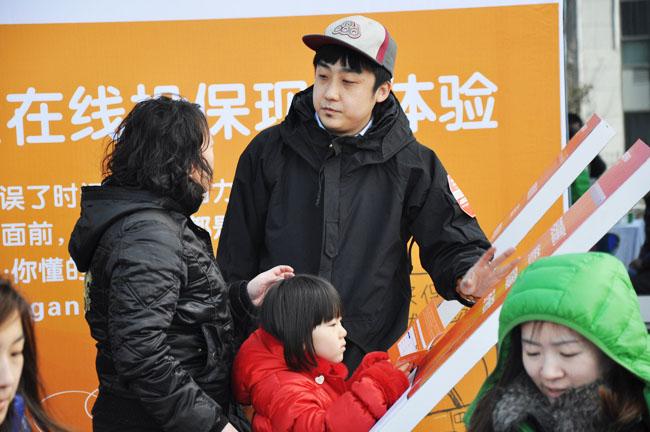 2012平安车险路演活动-万达广场 (14).jpg