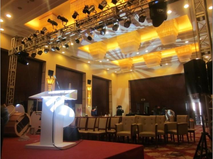 舞台、灯光音响调控完毕,整个发布会的大厅的整体概况